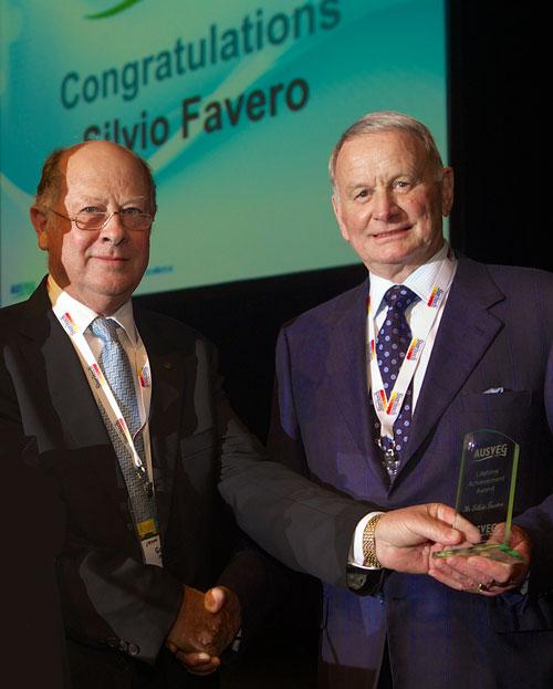 Silvio Favero receives Lifetime Achievement Award from Geoff Moar